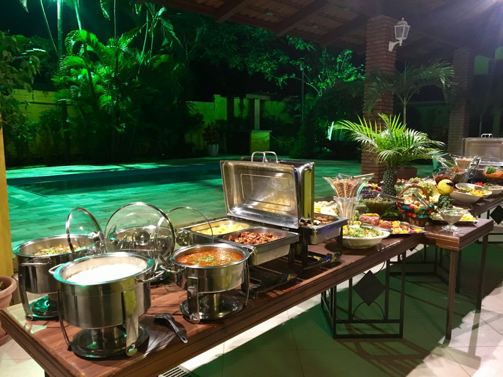 buffet com mesa de buteco